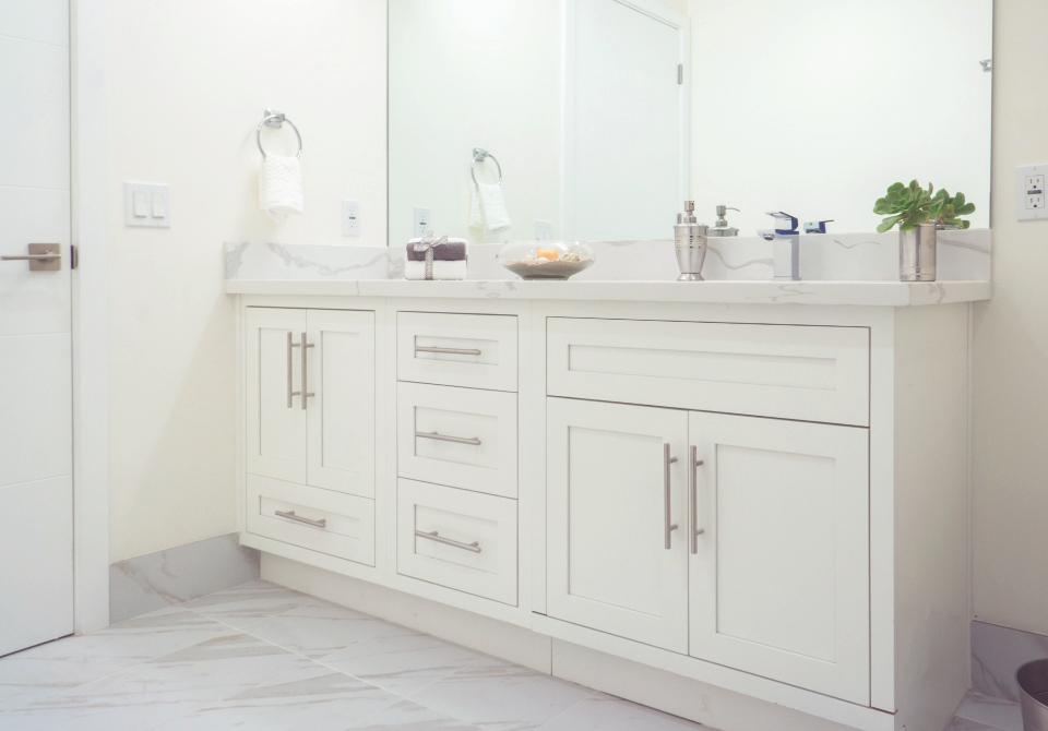 D1 – White Vanity