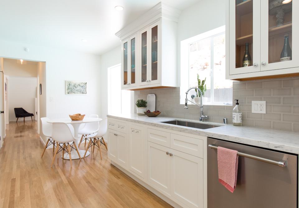 D1 – White Inset Kitchen