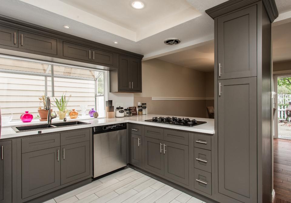 D3 – Dark Grey Kitchen
